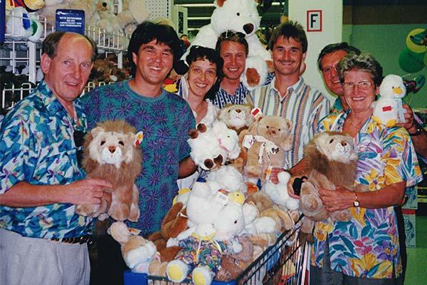 PALLAS-Seminare - Seminargruppe spendet Geschenke für Kinderkrankenhaus