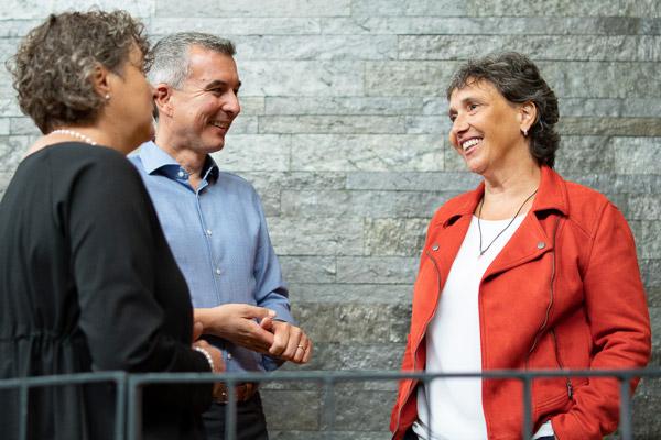 Petra Wackerle - Seminarleiterin der PALLAS-Seminare mit Teilnehmern